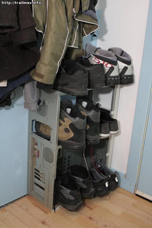 Computer shoe-rack