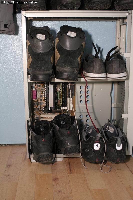 Полочка для обуви из старого компьютерного корпуса